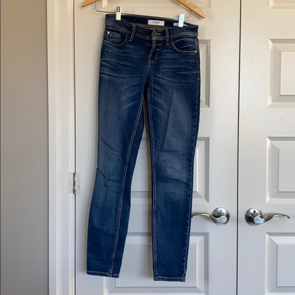 Guess low rise skinny size 25